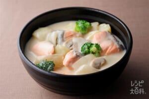 ほくほく野菜と鮭の和風シチュー(じゃがいも+調整豆乳を使ったレシピ)