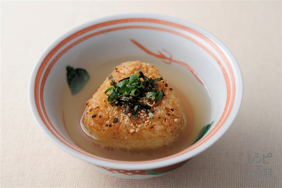 焼きおにぎり茶漬け(焼きおにぎり+刻みのりを使ったレシピ)