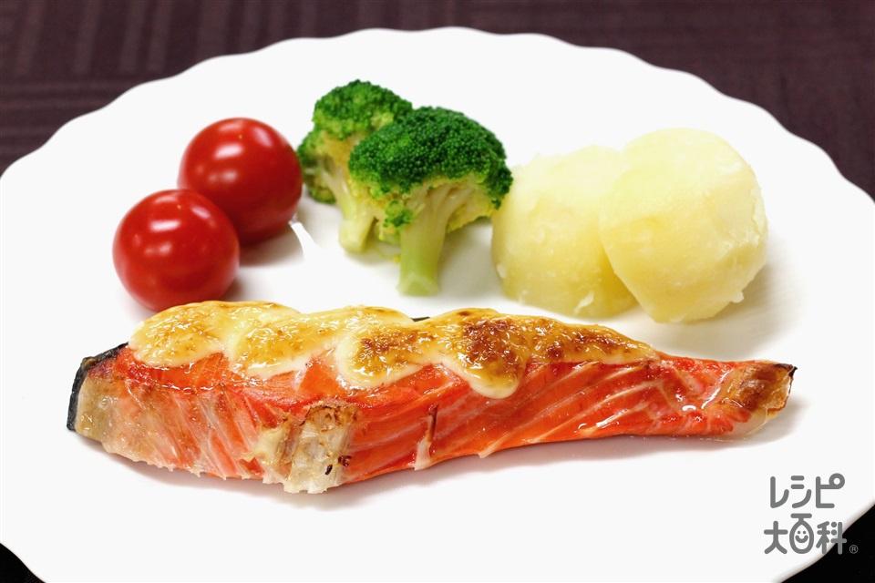 鮭のマヨネーズ焼き(生ざけ(切り身)+A「味の素KKコンソメ」顆粒タイプを使ったレシピ)