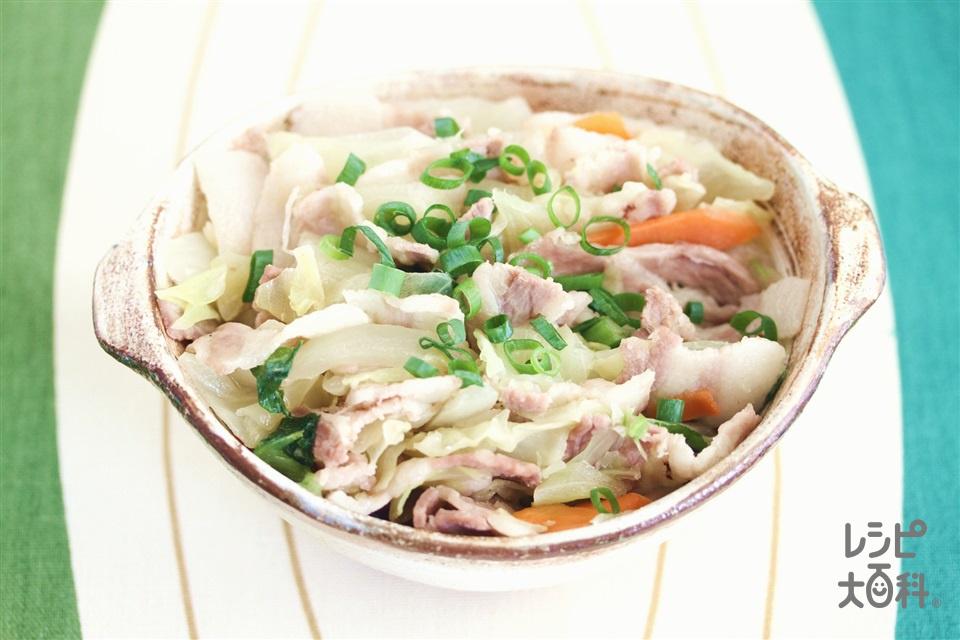豚肉とキャベツのレンジ蒸し(豚バラ薄切り肉+袋入りカット野菜(キャベツミックス)を使ったレシピ)