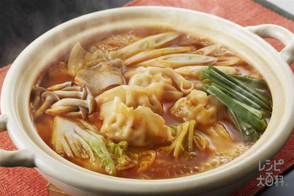 ピリ辛ギョーザキムチ鍋(豚バラ薄切り肉+白菜を使ったレシピ)
