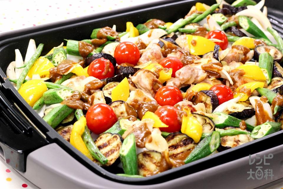 ホットプレートで!! 鶏肉と夏野菜の炒めカレー(鶏もも肉+なすを使ったレシピ)