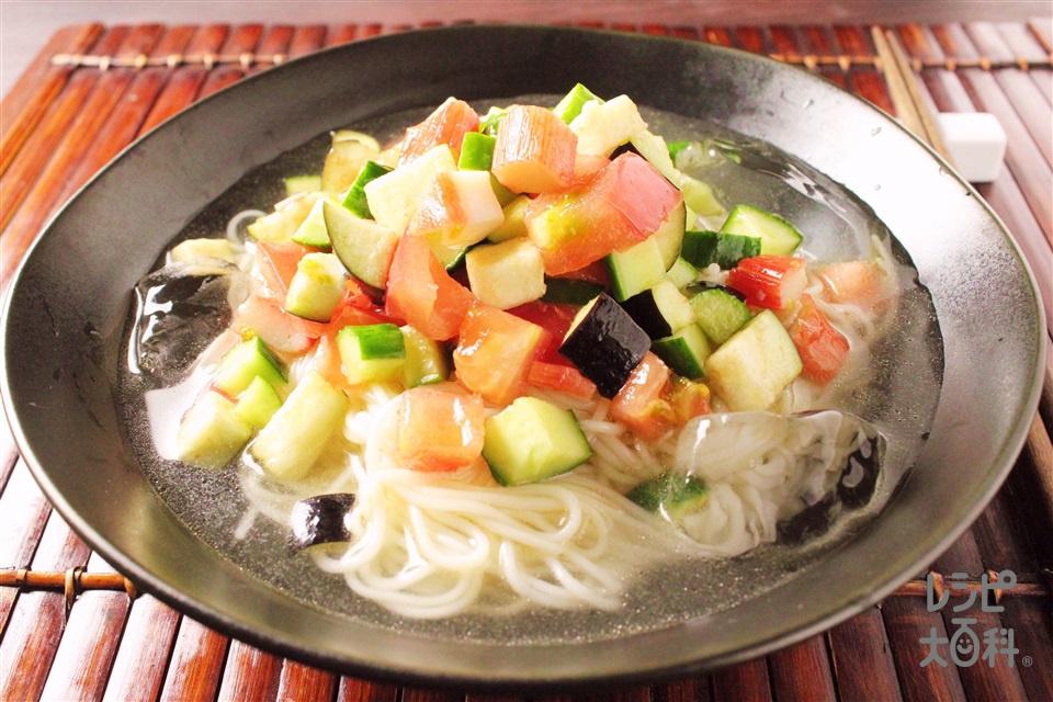 夏野菜たっぷり!冷やし鶏だしそうめん(そうめん+トマトを使ったレシピ)