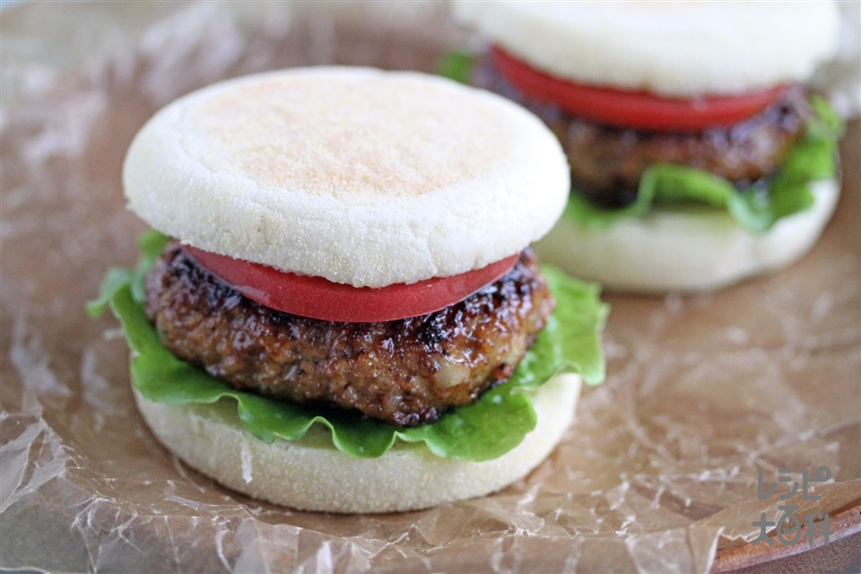 BBQバーグ (イングリッシュマフィン+合いびき肉を使ったレシピ)