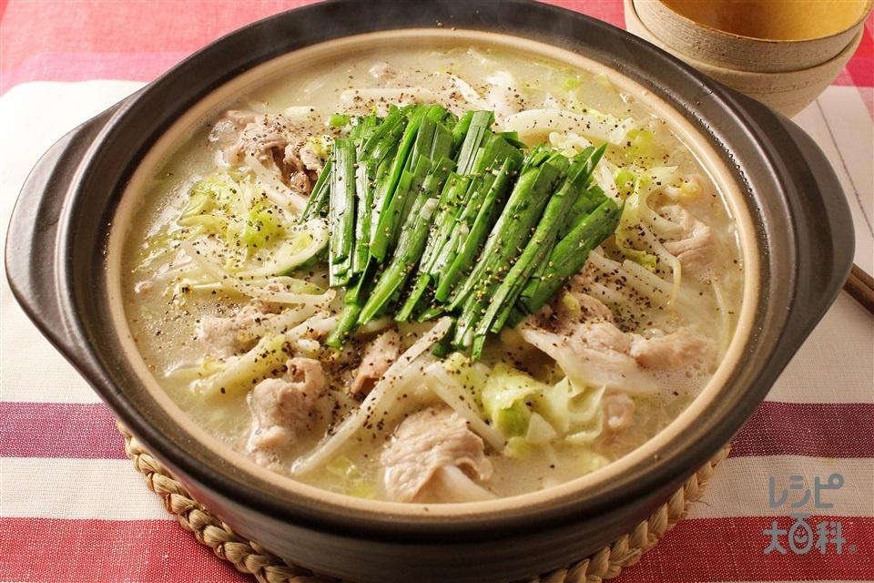 豚もやしのガーリック白湯鍋(豚こま切れ肉+もやしを使ったレシピ)