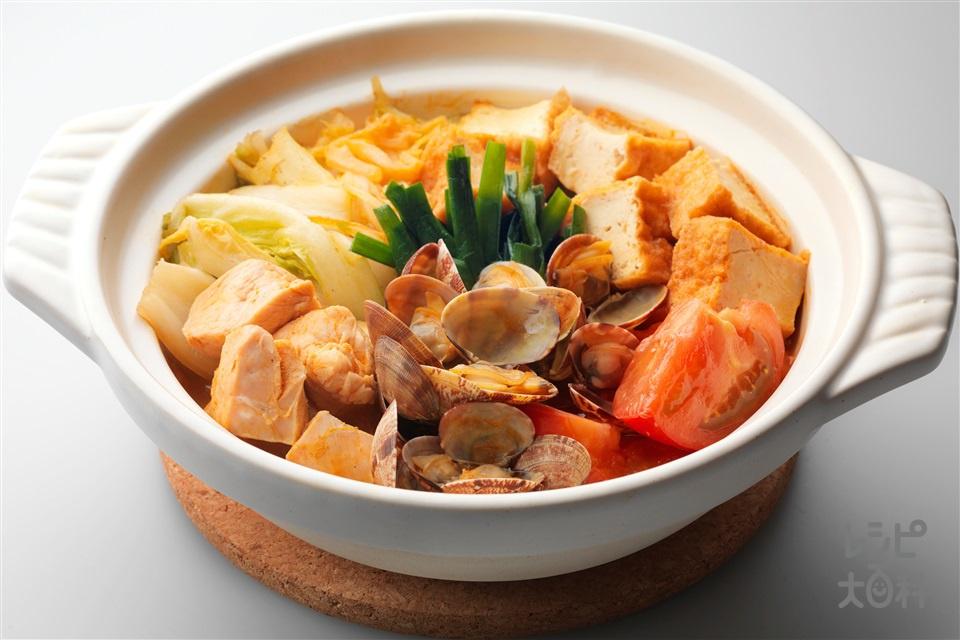 ピリ辛トマト鍋(鶏むね肉+あさりを使ったレシピ)