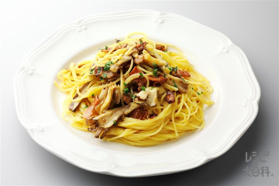 キノコを入れた田舎風カルボナーラ(スパゲッティ+卵を使ったレシピ)