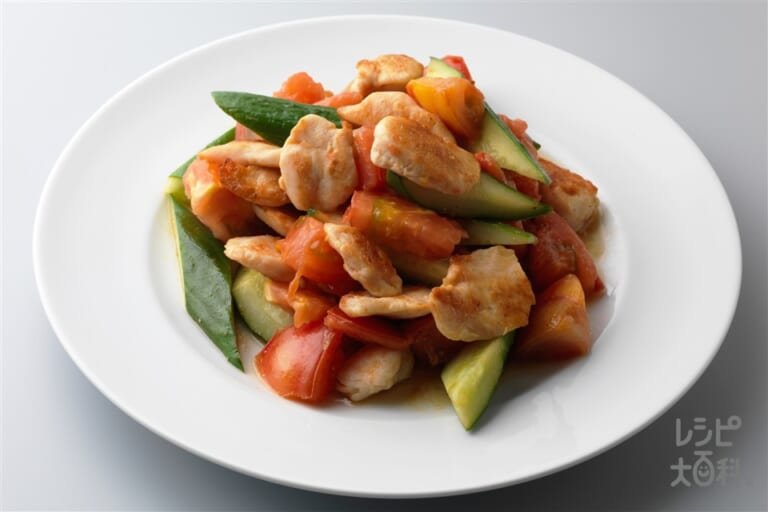 鶏ささ身ときゅうりとトマトの中華風炒め