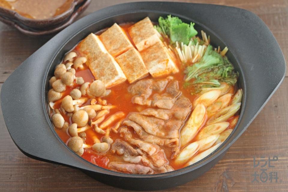 トマトすき焼き風鍋(牛薄切り肉+ホールトマト缶を使ったレシピ)