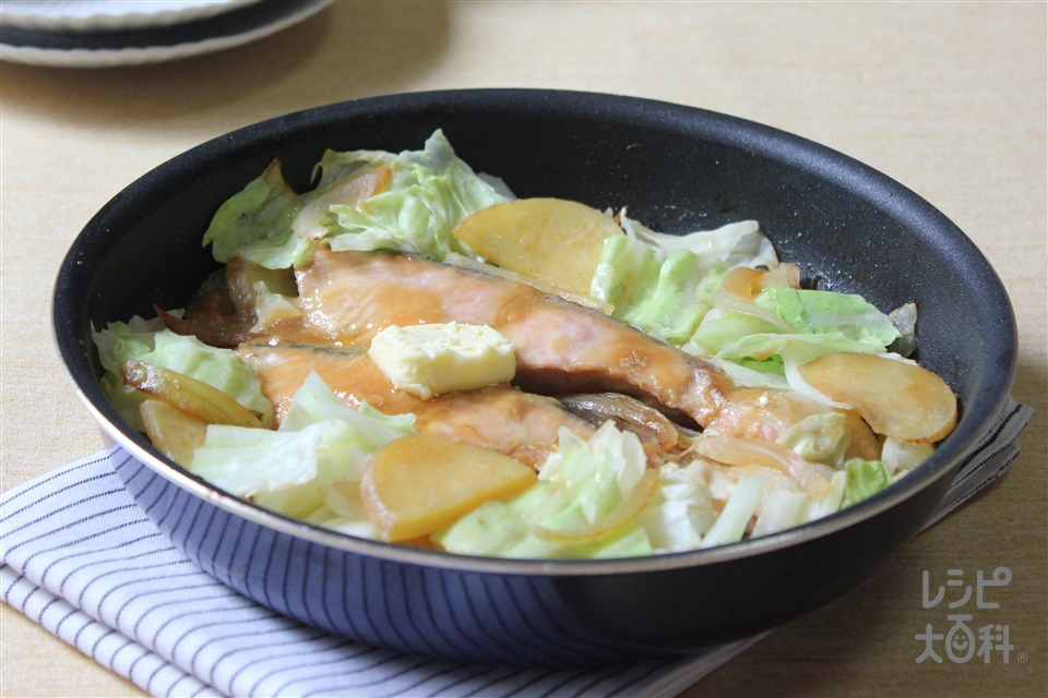 フライパンで!鮭のチャンチャン焼き(生ざけ+玉ねぎ(大)を使ったレシピ)