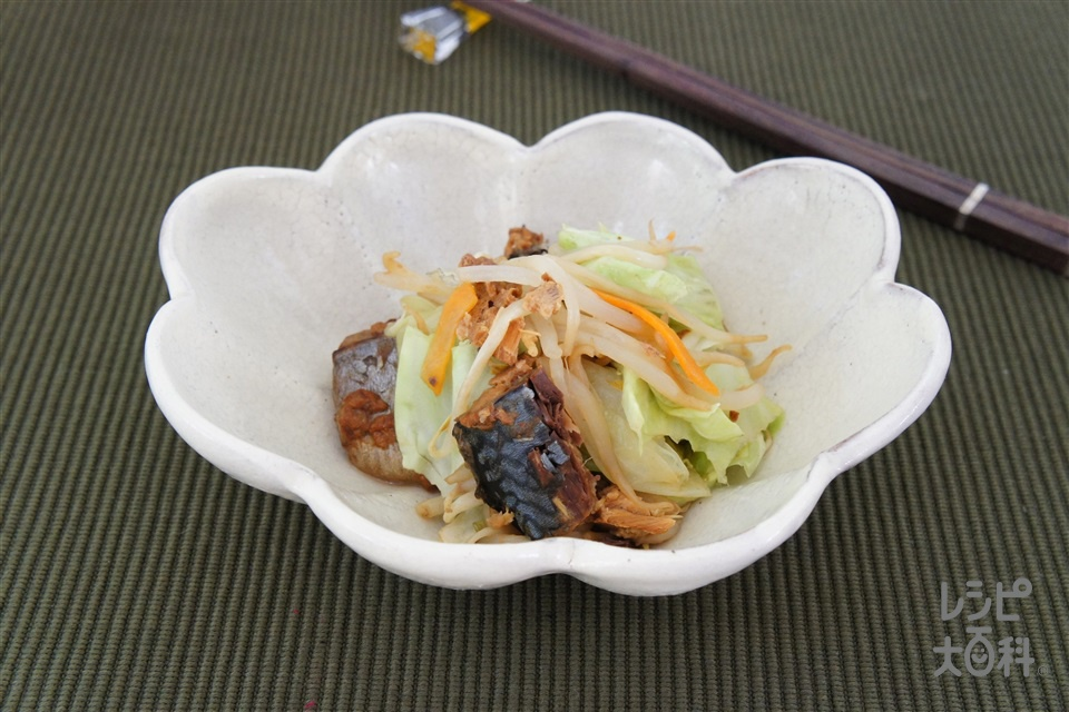 さば味噌レンジ蒸し(さばみそ煮缶+袋入りカット野菜(キャベツミックス)を使ったレシピ)
