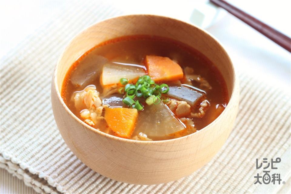 キムチ豚汁(豚こま切れ肉+にんじんを使ったレシピ)
