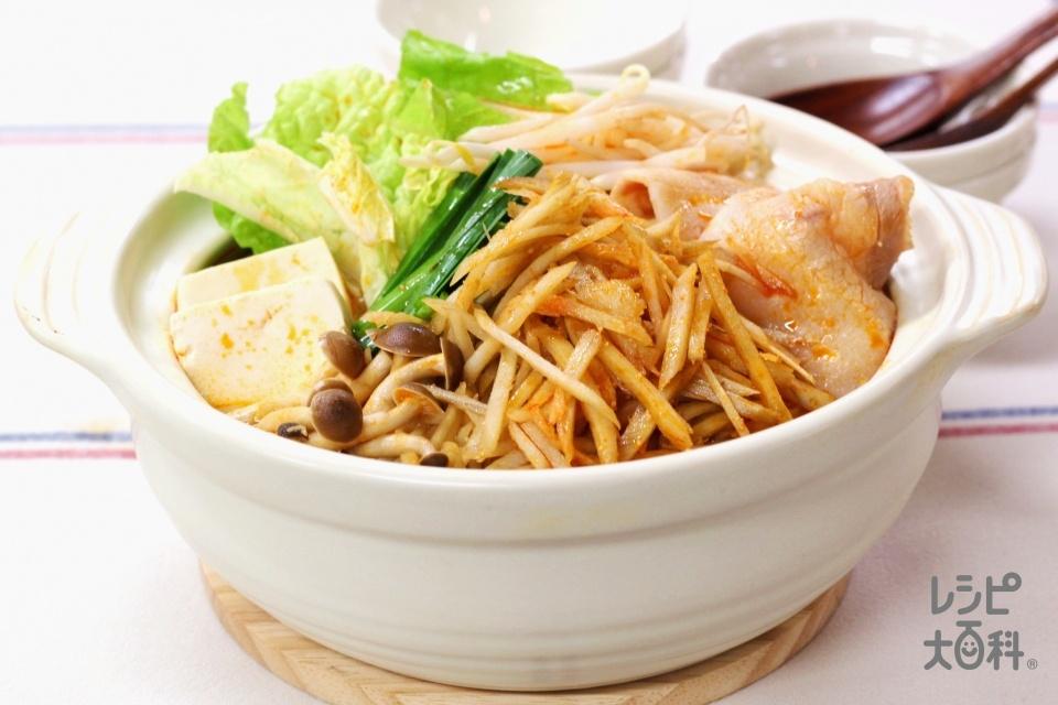 ごぼうともやしのうま辛キムチ鍋(豚バラ薄切り肉+ごぼうを使ったレシピ)
