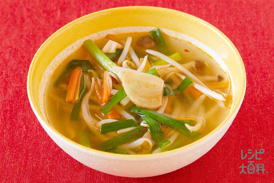 たっぷり野菜の中華風ピリ辛スープ(にんじん+にらを使ったレシピ)