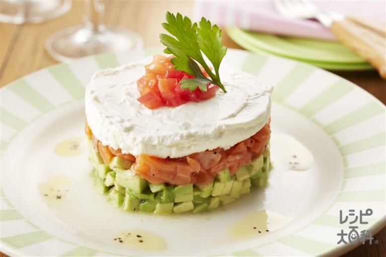 サーモンアボカドのセルクルサラダ