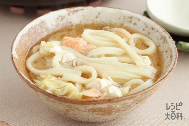 鮭ときのこの濃厚味噌鍋シメうどん