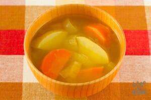 ごろごろ野菜のカレー風味の味噌汁