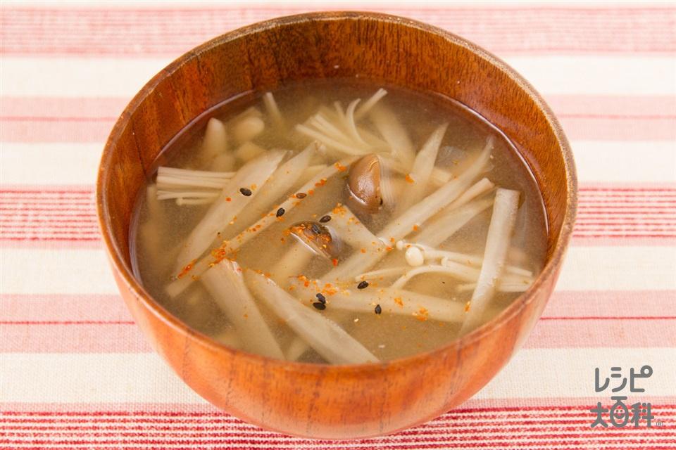 ごぼうときのこのピリ辛七味の味噌汁(ごぼう+しめじを使ったレシピ)