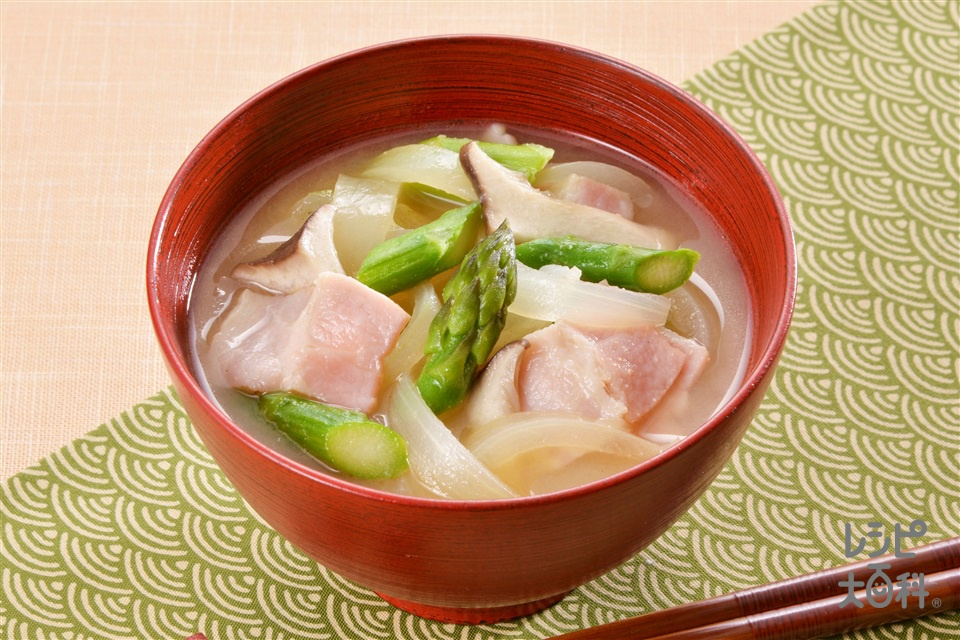 アスパラと玉ねぎのみそ汁(グリーンアスパラガス+玉ねぎを使ったレシピ)