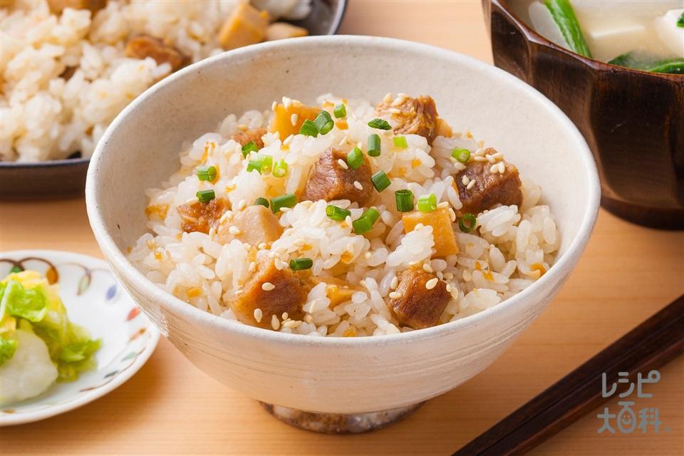 揚げ里芋と豚肉のだし炊きご飯