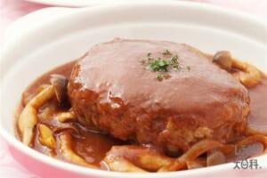 ジューシー煮込みハンバーグ(合いびき肉+玉ねぎを使ったレシピ)