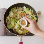豚肉とキャベツの簡単コンソメ炒めの作り方_3_1