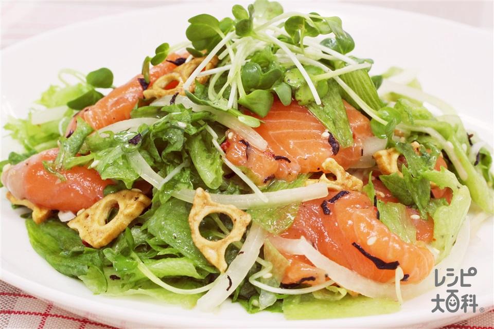 サーモンの彩りトスサラダ(サーモン(刺身)+プリーツレタスを使ったレシピ)