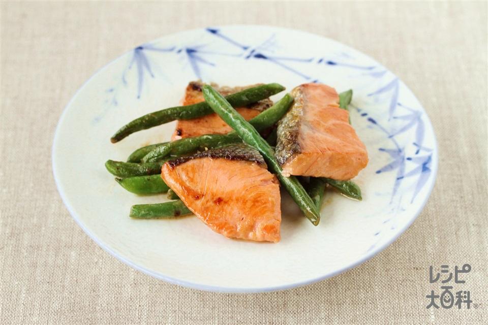 鮭といんげんのマヨネーズ炒め(甘塩ざけ+さやいんげんを使ったレシピ)