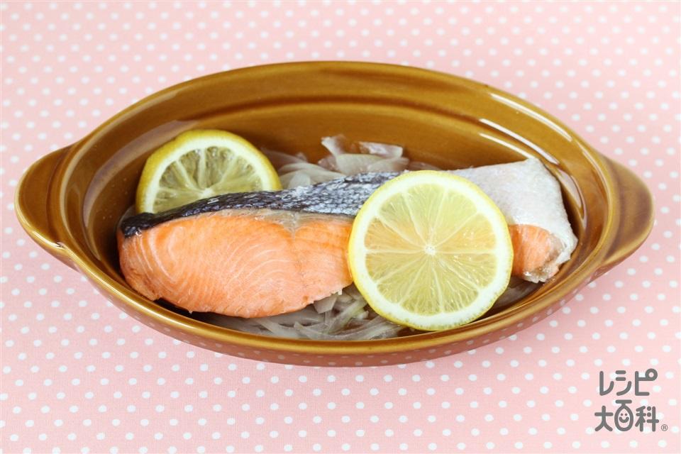 鮭のレモン蒸し(生ざけ+玉ねぎを使ったレシピ)