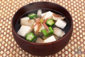 豆腐とオクラのうま塩豚汁