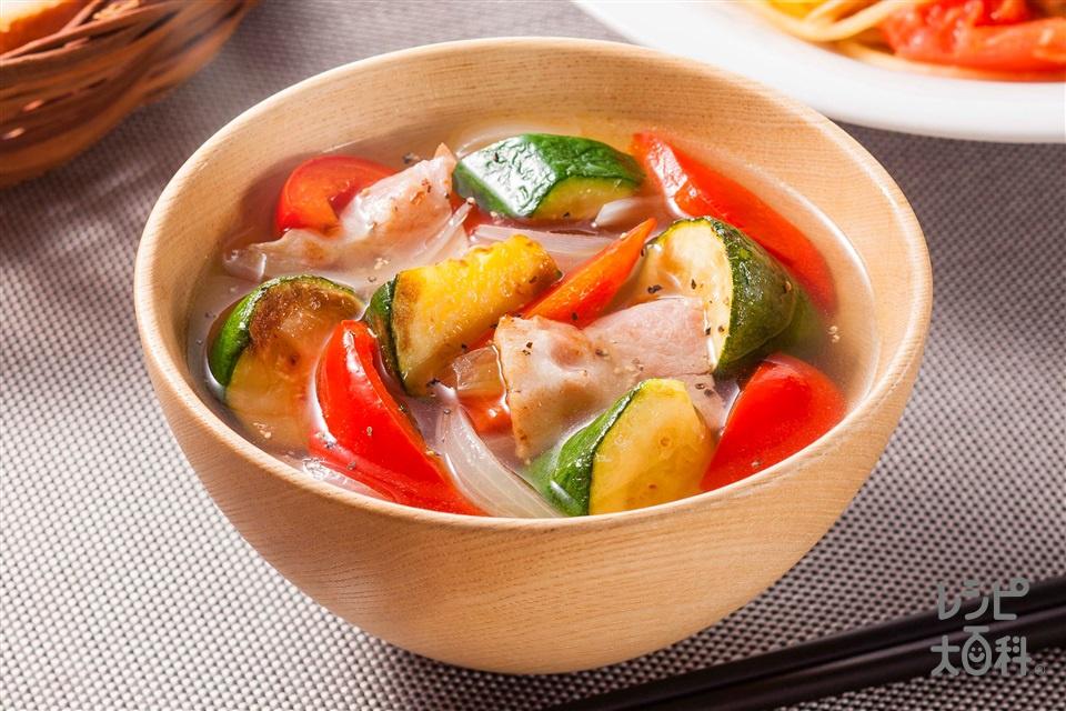 ズッキーニとパプリカのうま塩豚汁(ズッキーニ+玉ねぎを使ったレシピ)