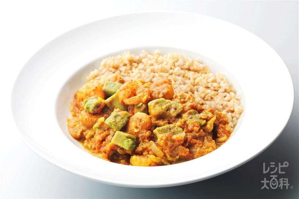 海老とアボカドのカレー(トマト+玄米ご飯を使ったレシピ)