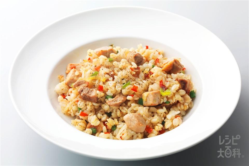 豚肉のガーリック炒飯(麦ご飯+豚ロースとんかつ用肉を使ったレシピ)