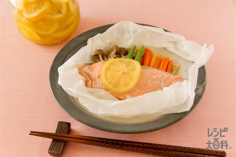 鮭の塩レモンバター蒸し(さけ+しめじを使ったレシピ)
