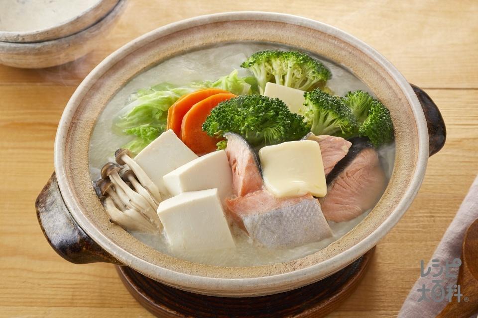 豆乳鮭バター鍋(さけ+木綿豆腐を使ったレシピ)