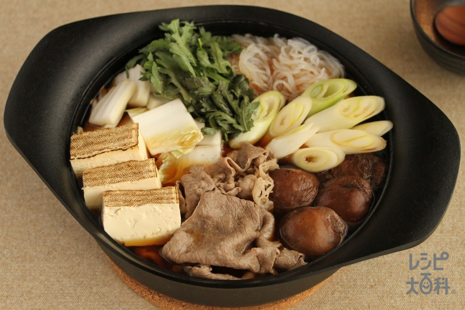 すき焼き鍋(牛肉(すき焼き用)+白菜を使ったレシピ)