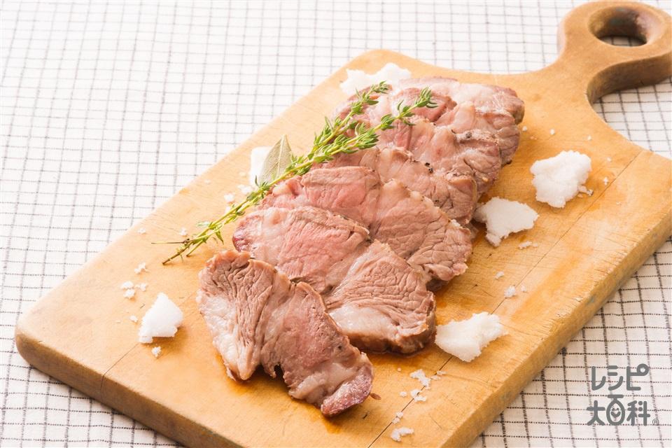 フライパンで作る塩釜豚(豚肩ロースかたまり肉+粗びきこしょうを使ったレシピ)