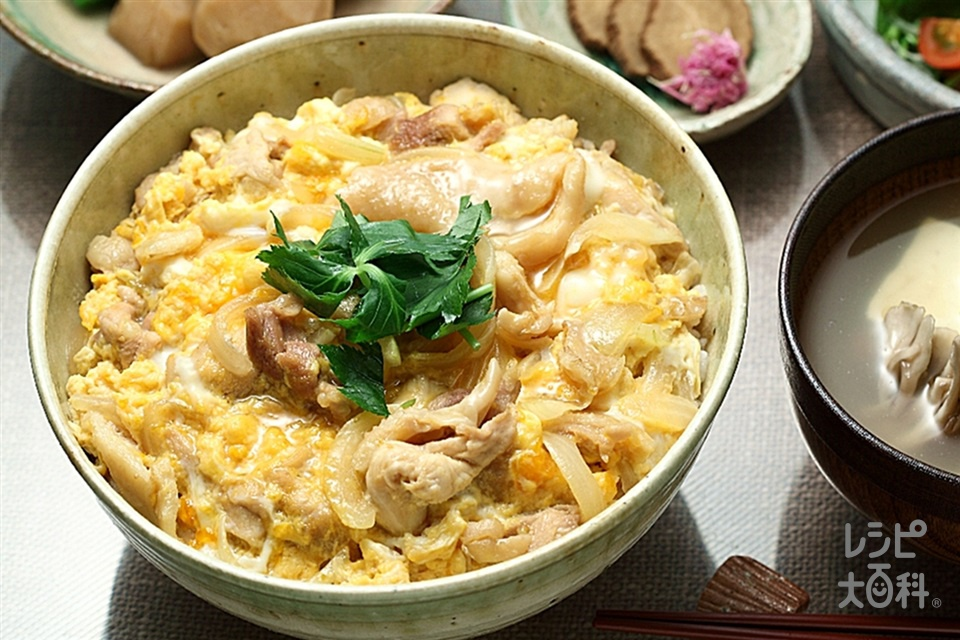 比内地鶏丼(鶏もも肉+玉ねぎを使ったレシピ)