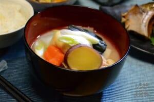 加賀野菜と鶏肉の粕風味めった汁(鶏もも肉+さつまいもを使ったレシピ)