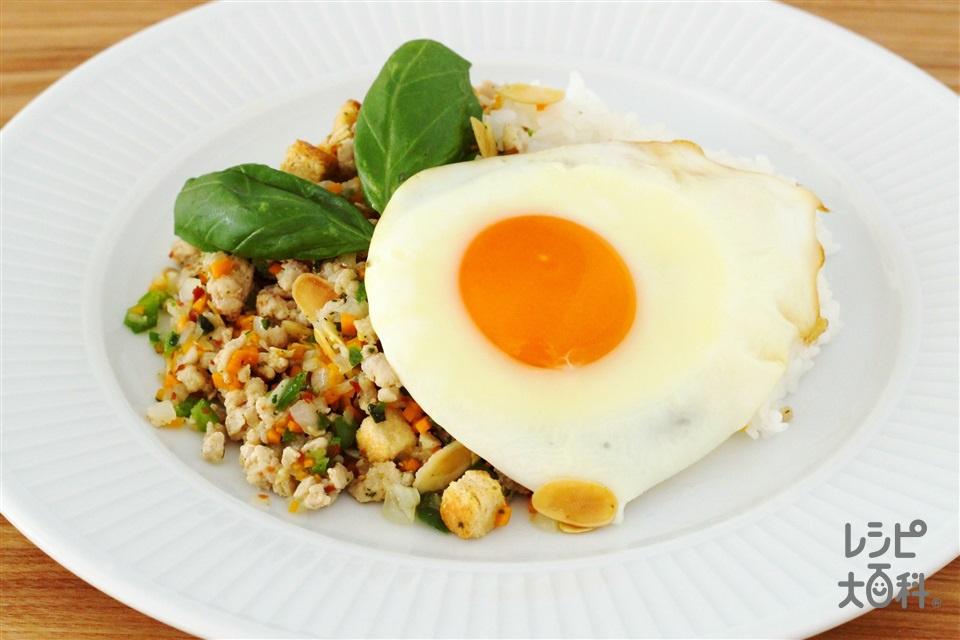 トスサラバジルでガパオライス(鶏ひき肉+ご飯を使ったレシピ)