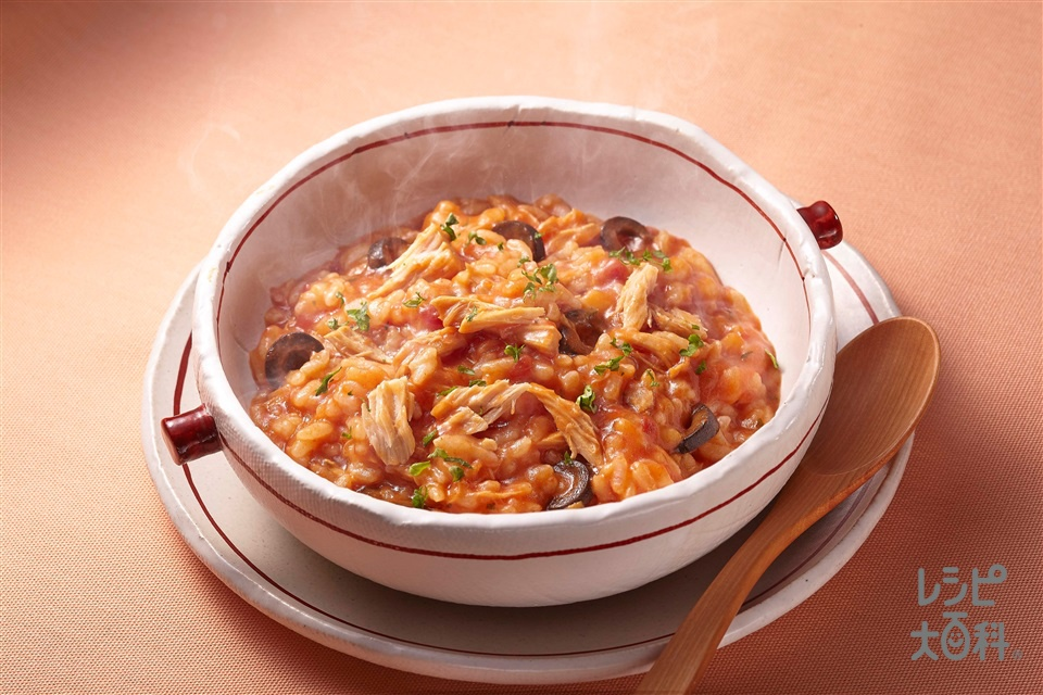 ツナとオリーブのトマトリゾット(ご飯+ツナ油漬缶を使ったレシピ)