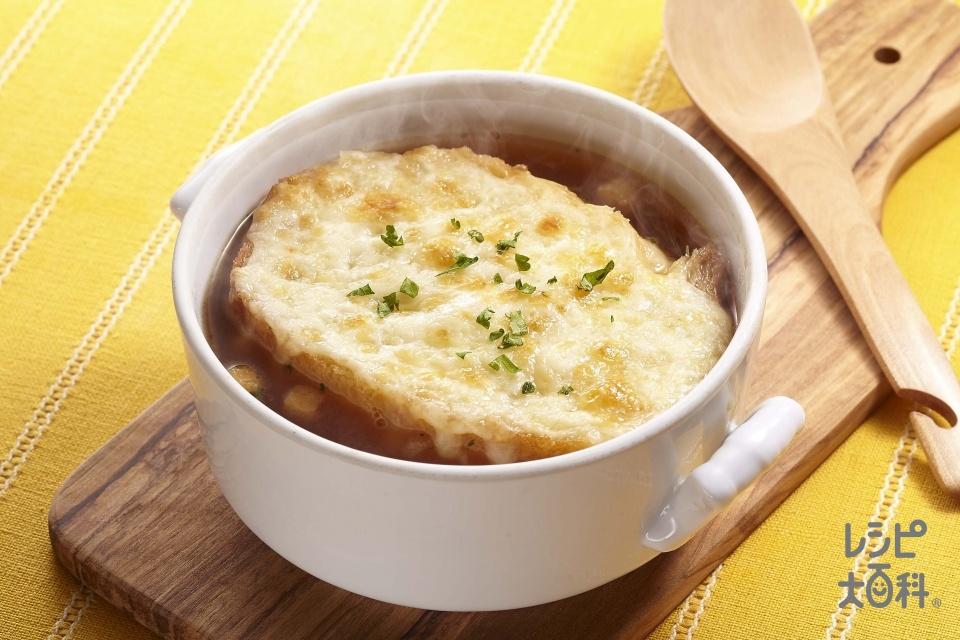 オニオングラタンスープ(「クノール カップスープ」オニオンコンソメ+熱湯を使ったレシピ)