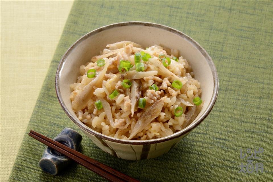 鶏ひき肉とごぼうのだし炊きご飯(米+鶏ひき肉を使ったレシピ)