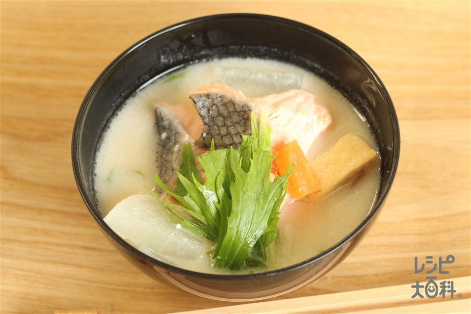 子どももOK!鮭の粕汁(生ざけ(切り身)+「瀬戸のほんじお」を使ったレシピ)