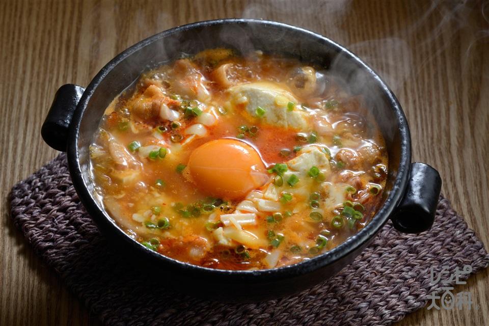 とろーりチーズのスンドゥブチゲ(おぼろ豆腐+豚バラ薄切り肉を使ったレシピ)