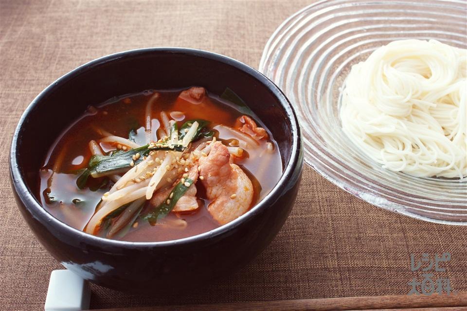 ピリ辛キムチつけそうめん(そうめん+豚バラ薄切り肉を使ったレシピ)