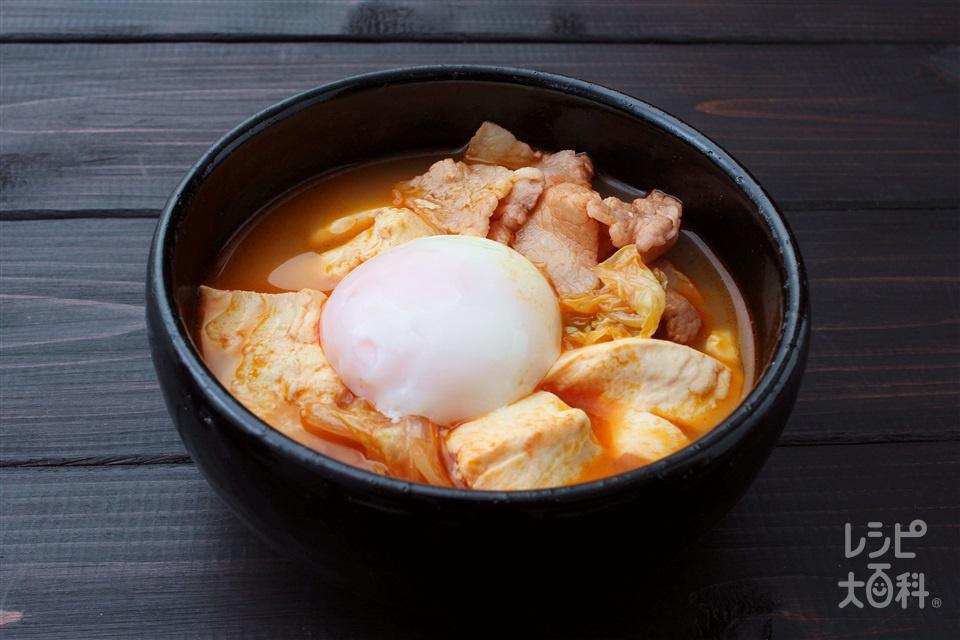 とろとろ玉子の豆腐チゲ(木綿豆腐+豚バラ薄切り肉を使ったレシピ)