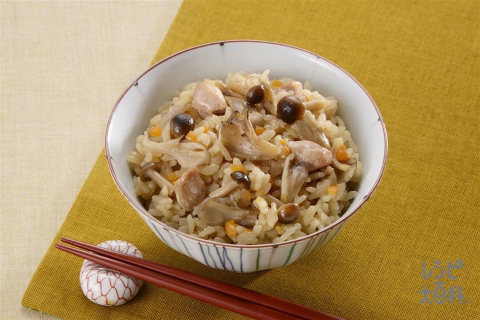 鶏肉とたっぷりきのこのだし炊きご飯(米+鶏もも肉を使ったレシピ)