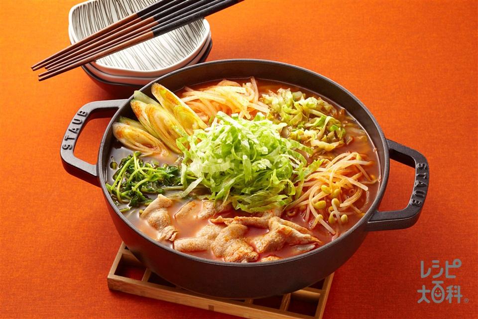 豚とシャキシャキ野菜のキムチスタミ鍋(豚バラ薄切り肉+長ねぎを使ったレシピ)