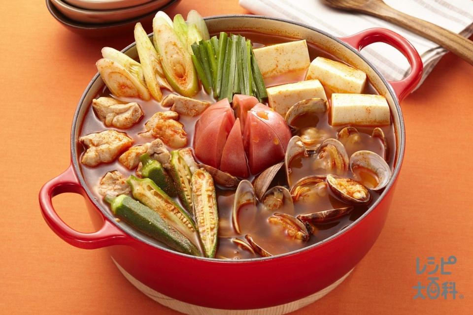 うま辛トマトのスタミ鍋(鶏もも肉+トマトを使ったレシピ)